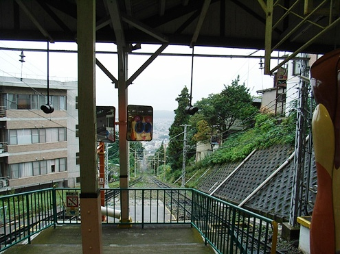 宝山寺駅.jpg